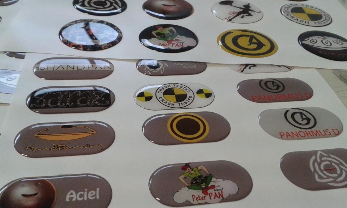 Adesivi personalizzati ed etichette resinate - Tavole adesive 3d prezzi ...