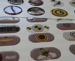 Adesivi personalizzati ed etichette resinate